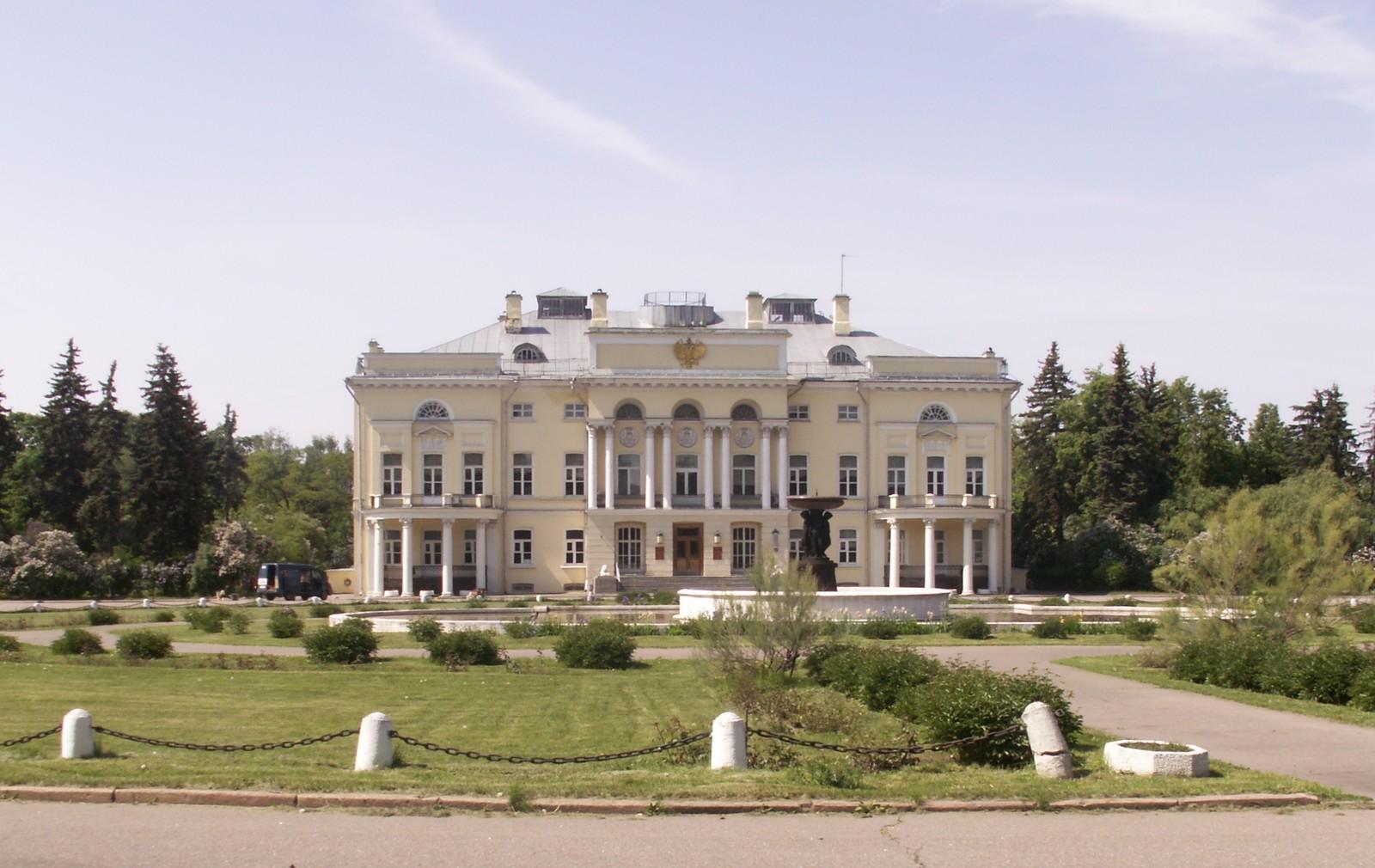 Архитектурные прогулки по Москве :: Александрийский дворец.